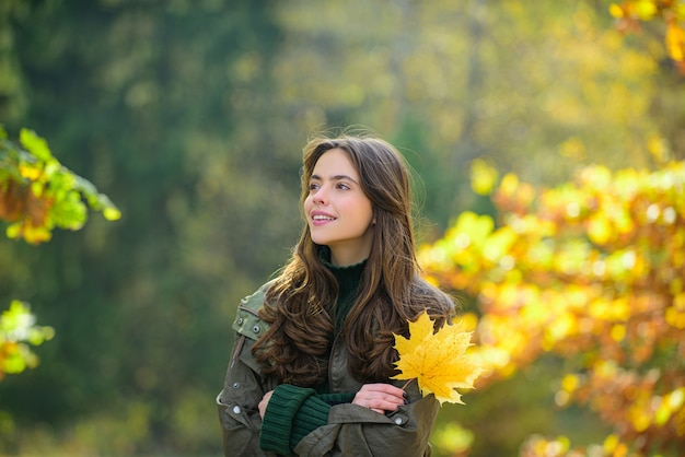 Beautiful girl in stylish fashion clothes in autumn park beautiful woman outdoors in sunny day