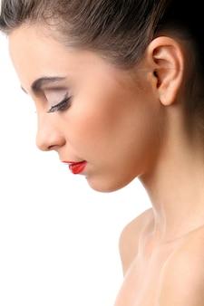 완벽 한 피부와 빨간 립스틱으로 아름 다운 여자