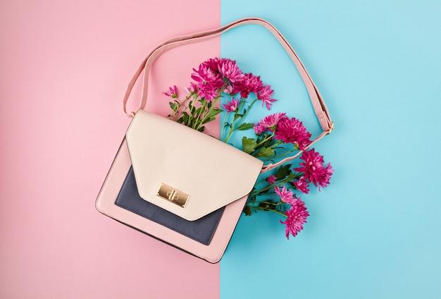 Красивая женская сумка с цветами. женская городская мода, шоппинг, идеи gfit, весенний и летний стиль