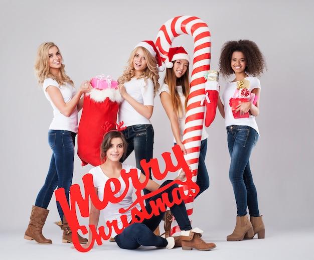 クリスマスシーズン中の美しい女の子