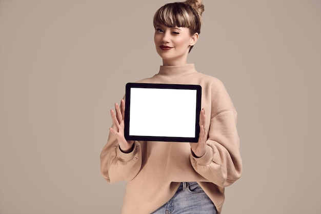 Beautiful glamour blond hipster woman with digital tablet