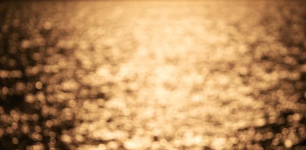 Bokeh defocused 조명, 추상적인 배경 및 디자인으로 아름 다운 금 추상 배경.