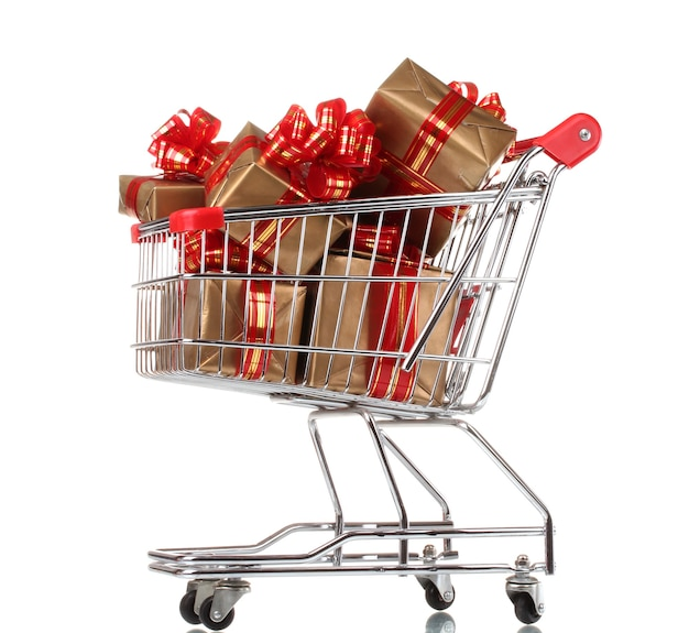 白で隔離のショッピングカートの赤いリボンと美しい黄金の贈り物