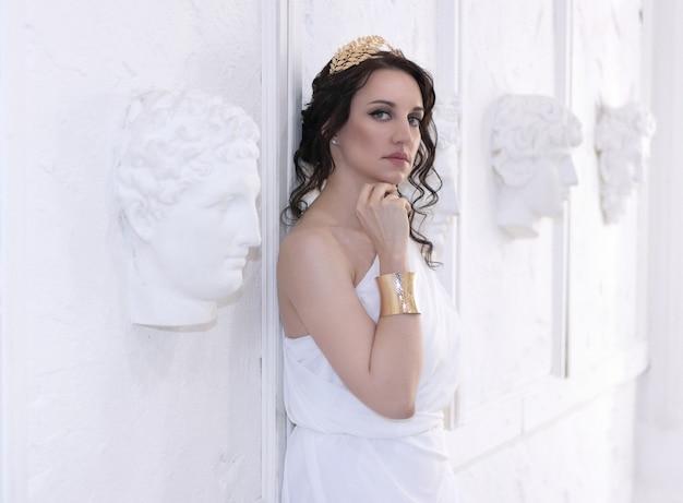美しいギリシャの女神の女性がクローズアップ