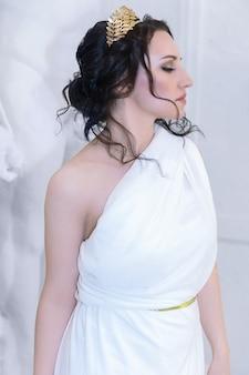 美しいギリシャの女神の女性のクローズアップ