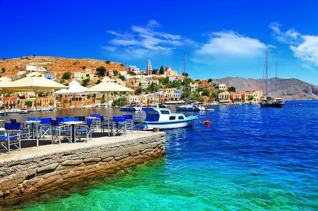 Красивый греческий остров сими.