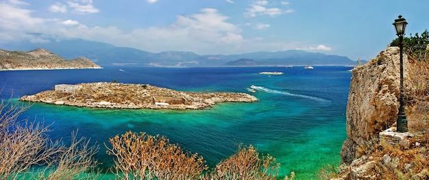 美しいギリシャの島々-ドデカニサ諸島のカステロリゾ島