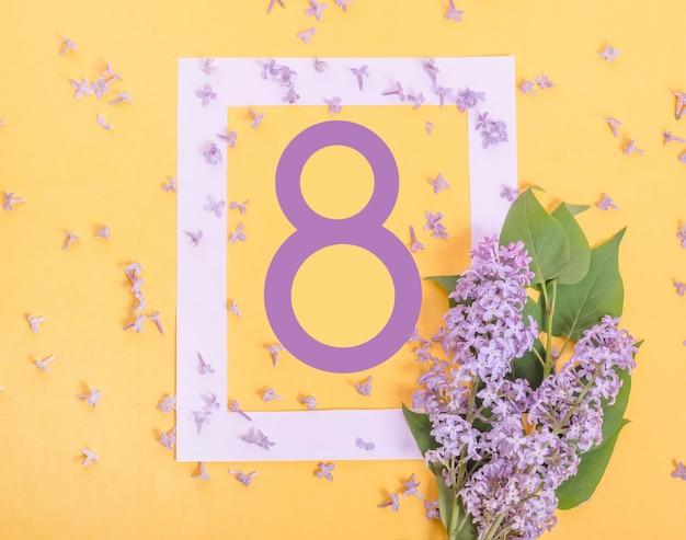 Красивая открытка на 8 марта с сиреневыми цветами на желтой стене, международный женский день