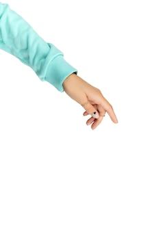 누드 및 블루 매트 네일 디자인으로 아름다운 손질 된 여자 손