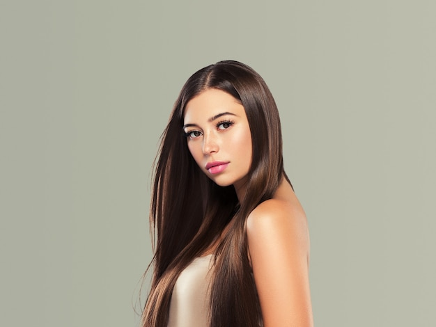 美しい髪の女性の長い滑らかな髪型の美しさの概念