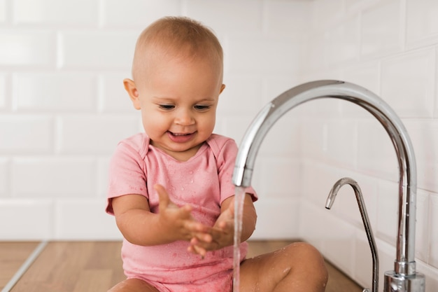 Красивый счастливый и улыбающийся ребенок Бесплатные Фотографии