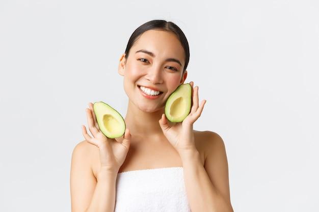 美しい幸せなアジアの女性