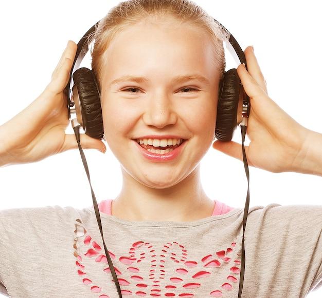 ヘッドフォンで美しい幸せな少女