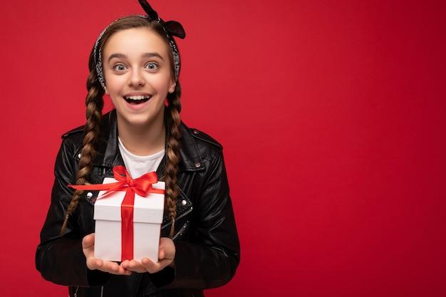 선물을 들고 아름 다운 행복 벽 소녀