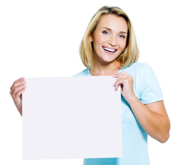 아름 다운 행복 한 여자 보유 흰색 빈 카드-절연