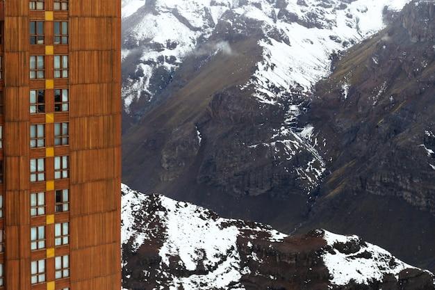 雪に覆われた美しい高山