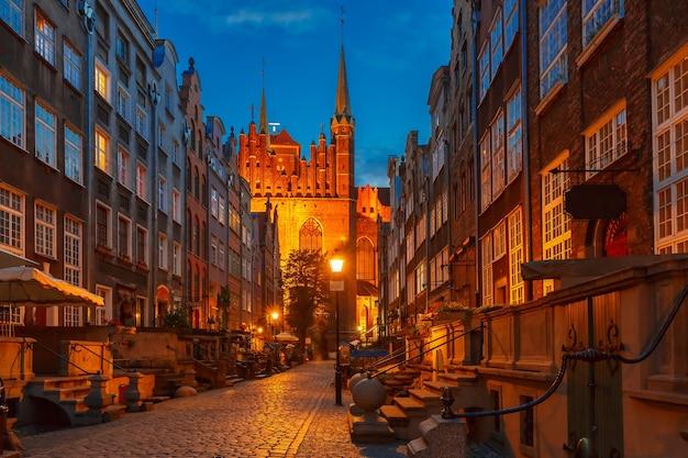 폴란드 그단스크 구시가지(gdansk old town)의 마리아카(mariacka), 세인트 메리(st mary) 거리에 있는 아름다운 유서 깊은 주택