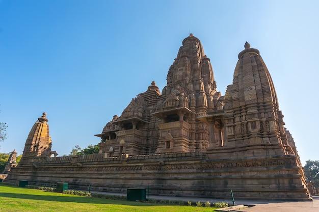 Красивое изображение храма кандария махадева, кхаджурахо, мадхьяпрадеш, индия