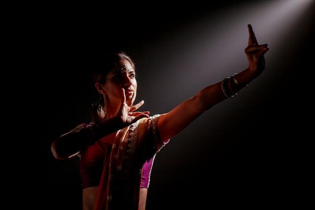 美しいインドの女性
