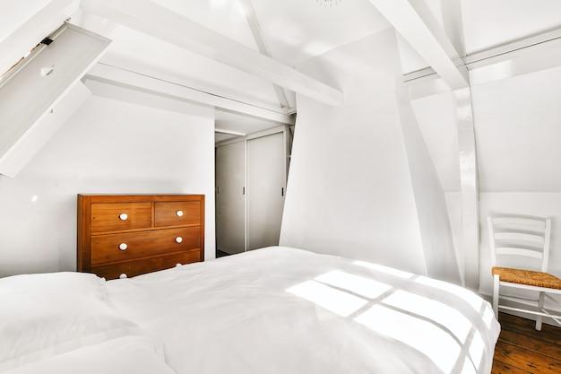 현대적이고 아늑한 침실의 아름다운 인테리어 디자인