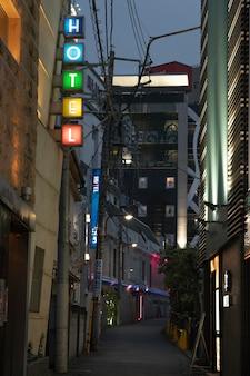 夜の美しい日本の街