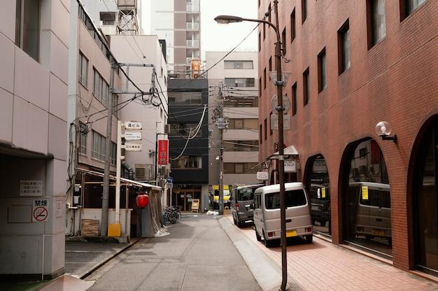 空の通りのある美しい日本の街