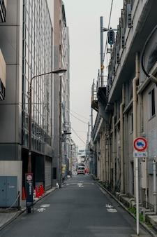 Bella città del giappone con strade strette
