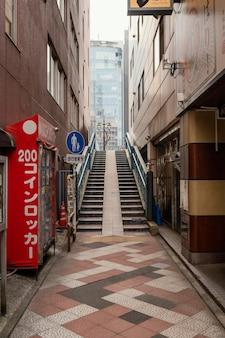 계단이있는 아름다운 일본 도시