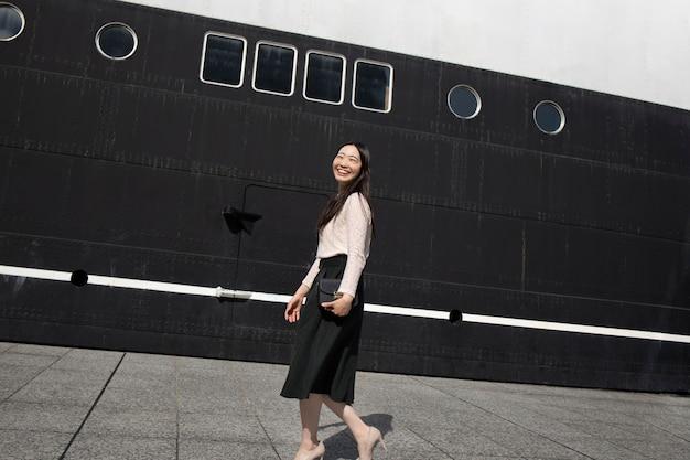 都会の美しい日本人女性