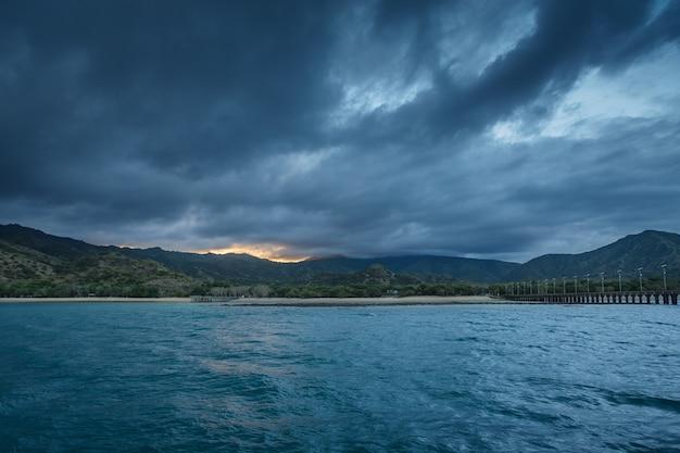 인도네시아 국립 공원 내부의 아름다운 코모도 섬