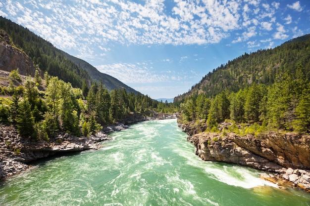 アメリカ合衆国、モンタナ州の美しいクートネー川