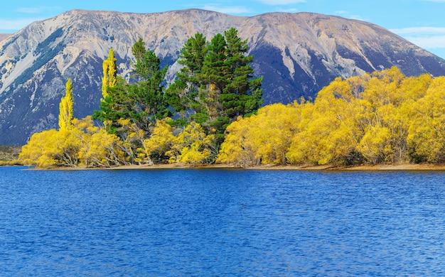 秋の美しいピアソン湖(モアナ・ルア)、アーサーズ・パス国立公園、ニュージーランド南島