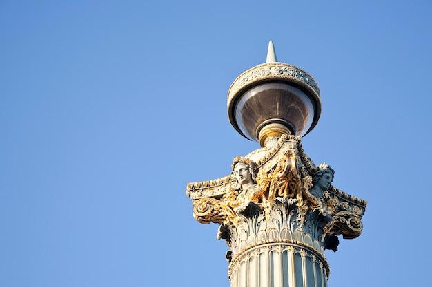 Красивый фонарный столб в париже, франция, крупным планом
