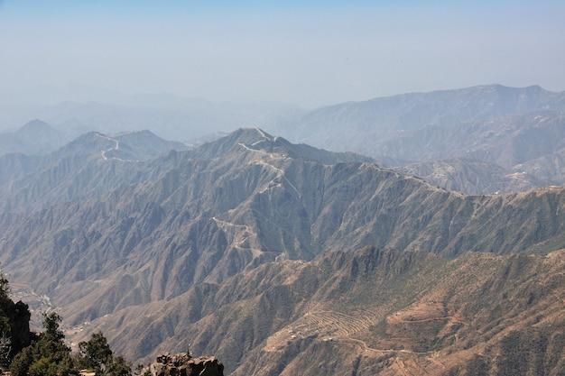 サウジアラビアの美しい風景の峡谷