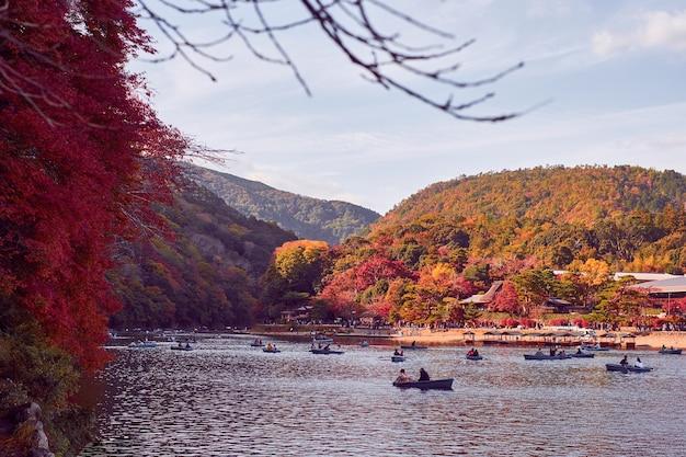 京都嵐山の紅葉の美しい風景