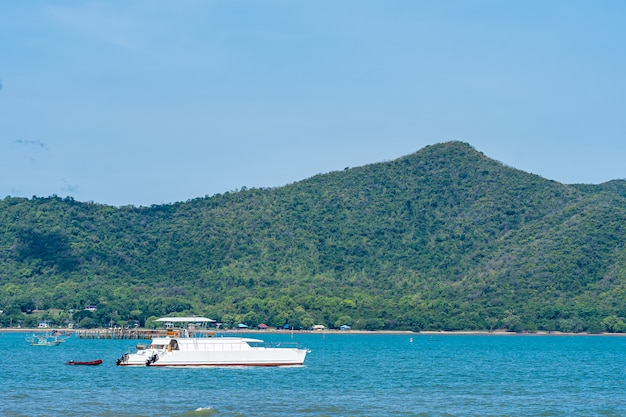 Beautiful landscape of sea ocean in pattaya thailand with boat