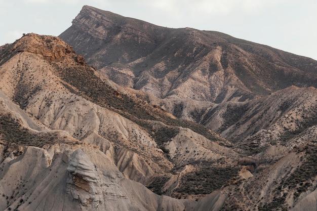 Bellissimo paesaggio con colline