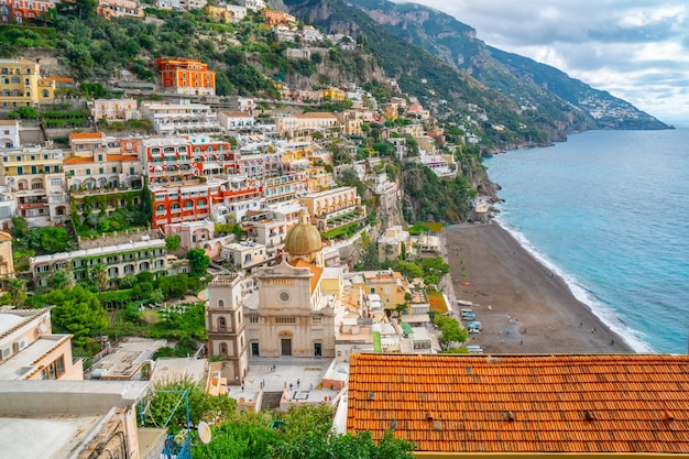 유명한 아말피 해안, 이탈리아에서 포지 타노 마을 아름다운 풍경. 여행