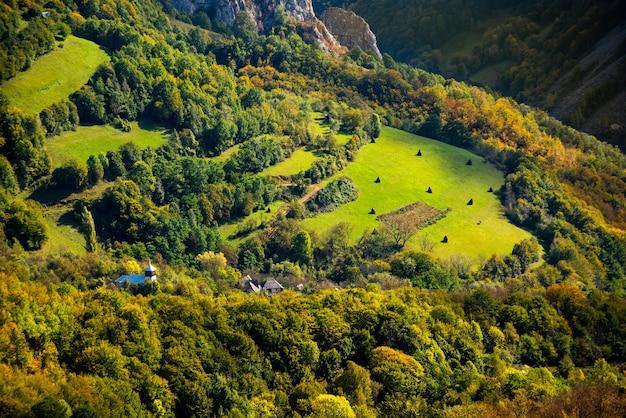 루마니아의 아푸세니 산맥이 있는 아름다운 풍경