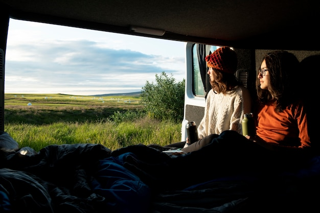 Bellissimi paesaggi dell'islanda durante il viaggio