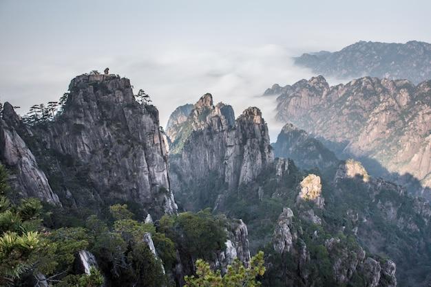 中国東部の安徽省の海雲と黄山(黄山)の美しい景観。
