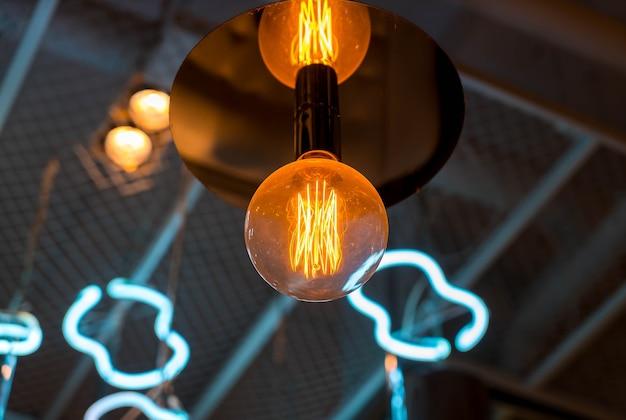 빛나는 아름다운 조명 램프 장식
