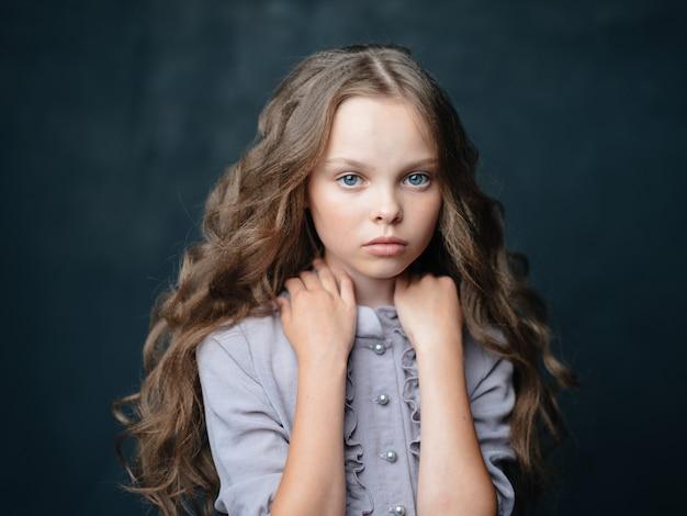 美しい少女の悲しい顔