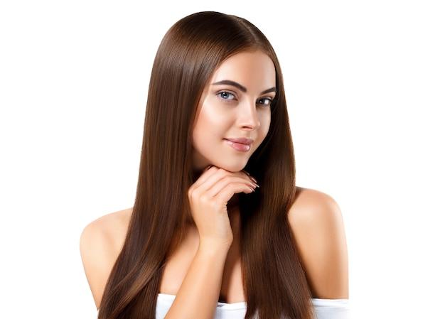 Красивые длинные волосы брюнетка женщина с красотой прическа женская модель