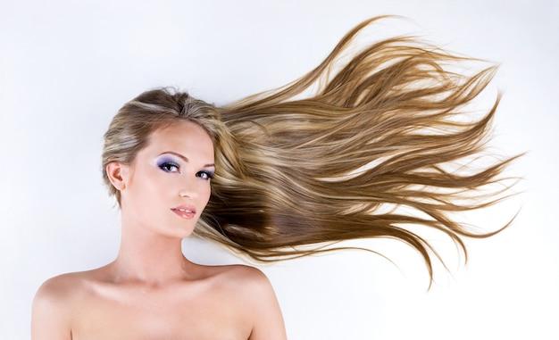 美しい長いストレートヘア