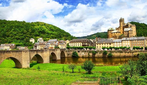 Красивый медевал этаинг, одна из самых живописных деревень франции.