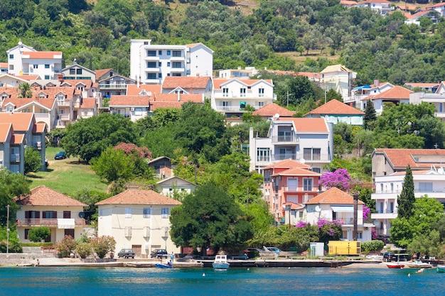 Красивый средиземноморский пейзаж. черногория, адриатическое море.
