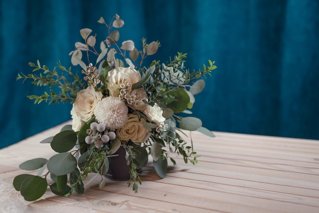 Красивый современный свадебный букет