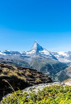 スイス、ツェルマットのマッターホルン山頂の景色を望む美しい山の風景。