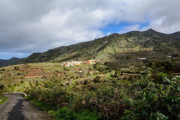 아름다운 산촌입니다. 스페인 테네리페 아름다운 산 마을